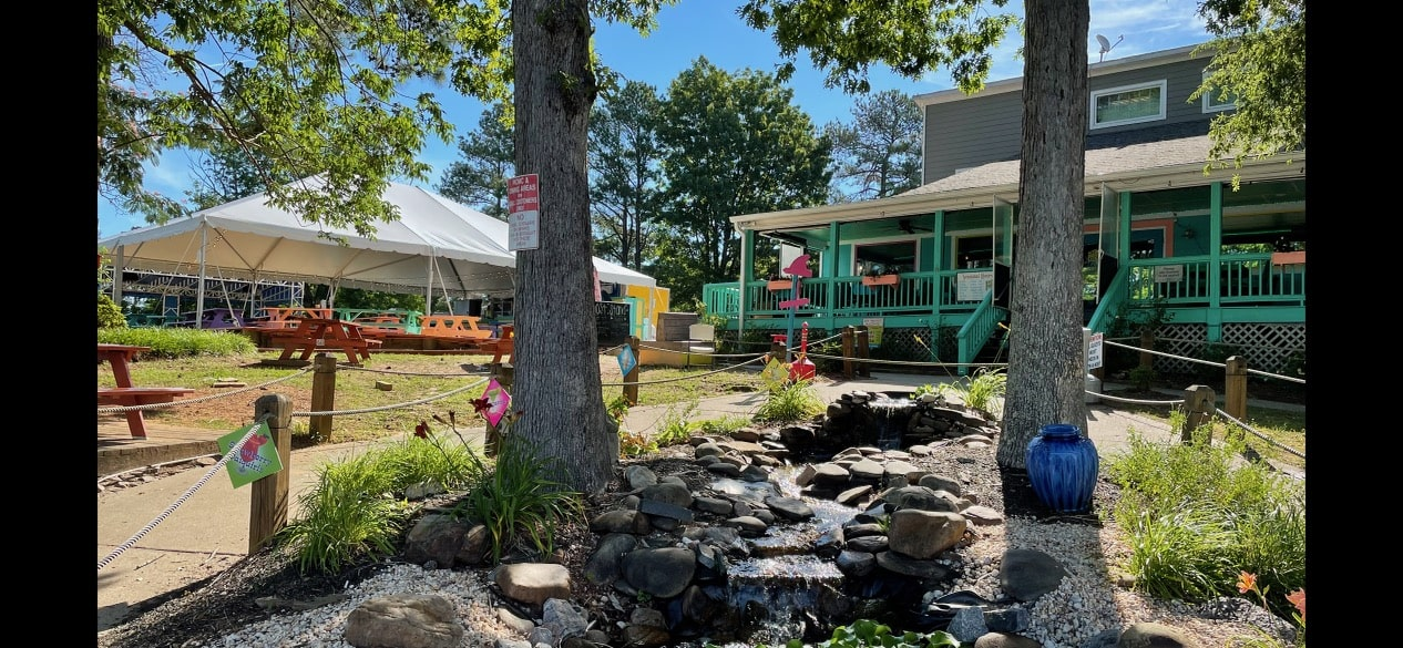 outdoor dinning and outdoor bar Lake Gaston
